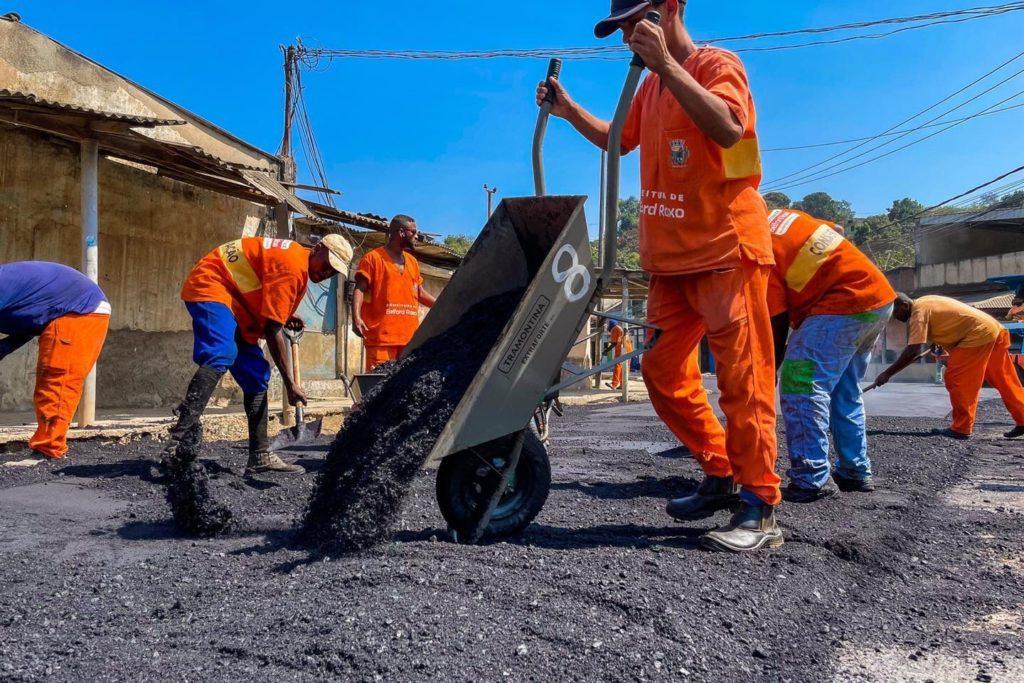 As obras de saneamento básico e pavimentação estão sendo feitas em diversos bairros de Belford Roxo/Matheus Breda/PMBR