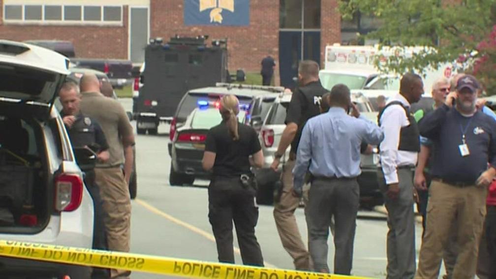 Polícia responde a tiroteio em colégio de ensino médio/Reprodução/NBC