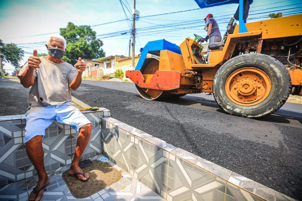 Valkir de Oliveira Cardoso vibrou com o novo asfalto na rua Major Rubens Vaz/Rafael Barreto/PMBR