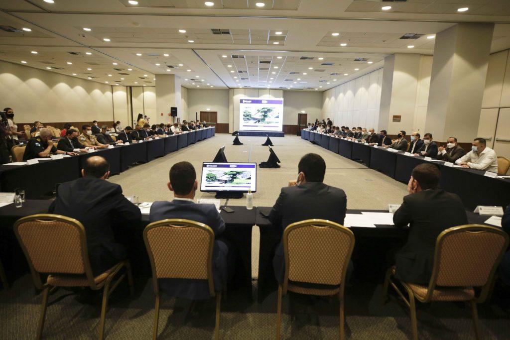 Portal da Transparencia Legenda - Governador Cláudio Castro (ao centro no primeiro plano) com o secretariado durante o lançamento do portal/Divulgação/Governo do RJ