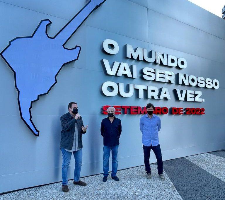 O prefeito Eduardo Paes ao lado do empresário Roberto Medina/Beth Santos / Prefeitura do Rio
