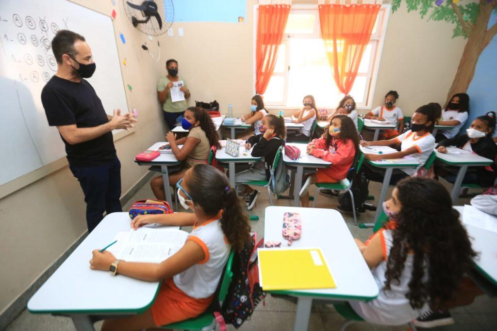 O secretário de Educação, Denis Macedo, destacou a importância das aulas de reforço para os alunos  /Rafael Barreto/Divulgação/PMBR