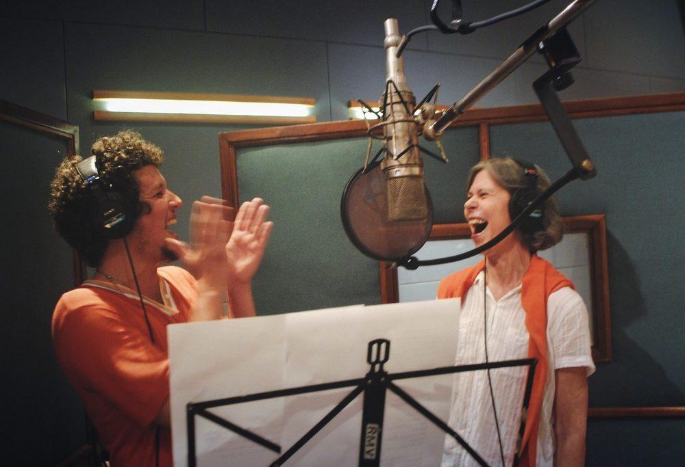 Chico Chico e Maria Eugênia fazem dueto em 'Mãe', música do álbum 'Pomares'/Tati Baumworcel/Divulgação