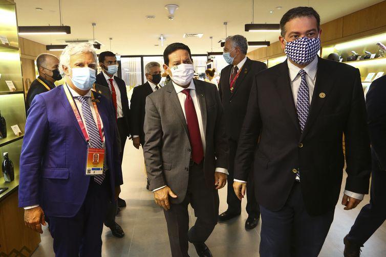O vice-presidente Hamilton Mourão durante visita ao pavilhão de Portugal na Expo Dubai 2020/Divulgação
