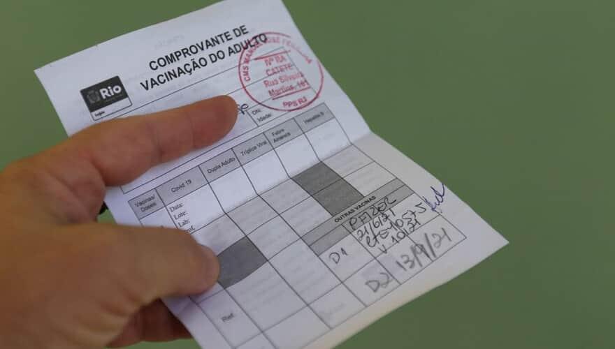 A apresentação da comprovação de vacinação é obrigatória para acessar locais fechados no Rio/Reprodução